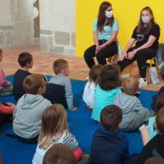 Les enfants croquent les mots des 2sapat de Mayenne